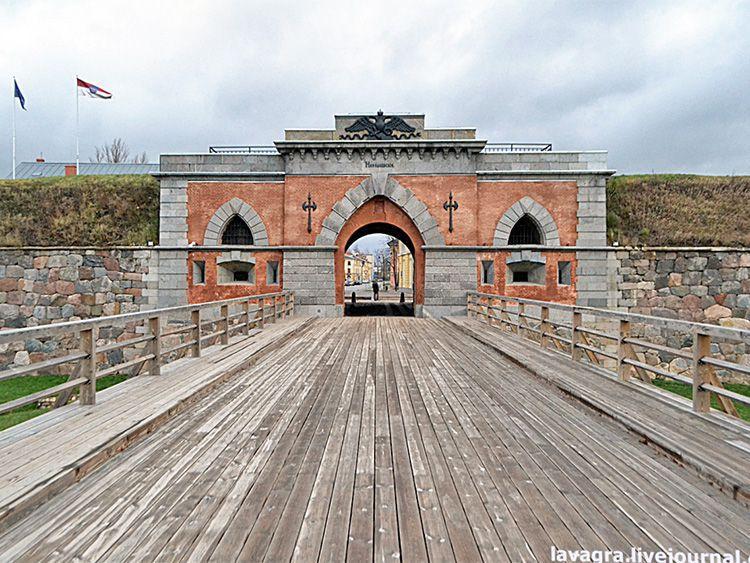 Часть отреставрированной крепости в Даугавпилсе