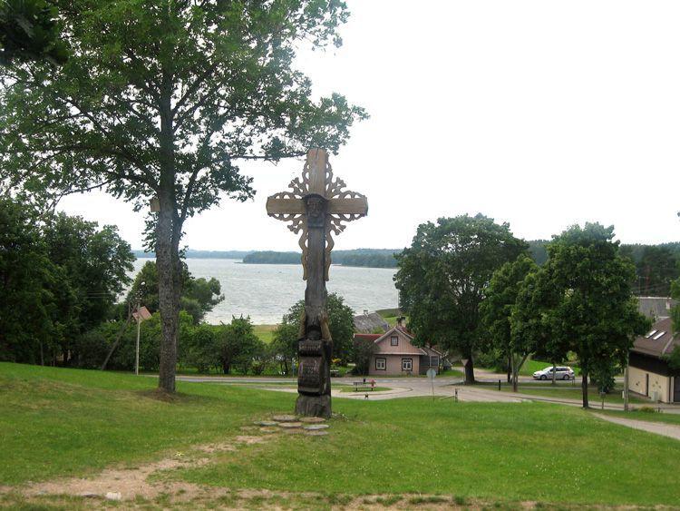 Вид от костела на озеро Лушяй