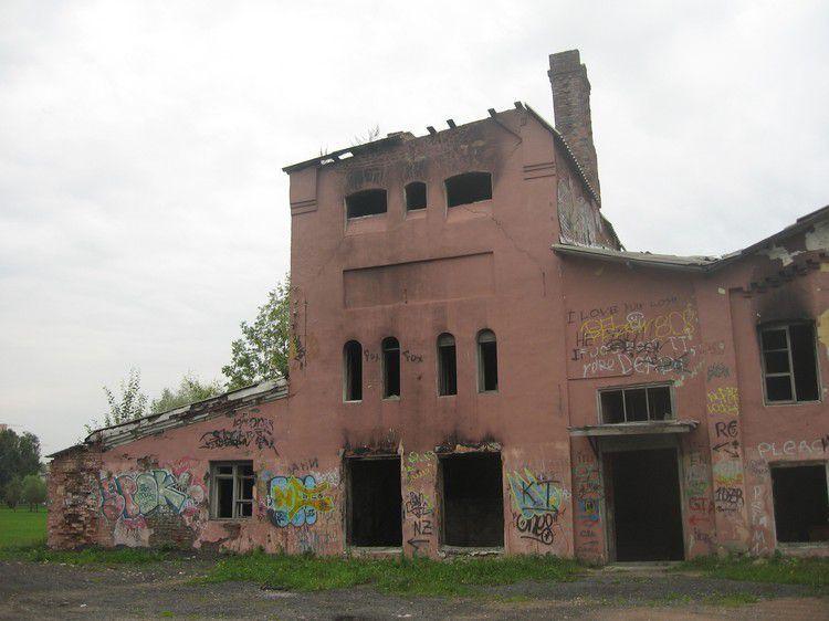 Руины построек фермы Бенуа