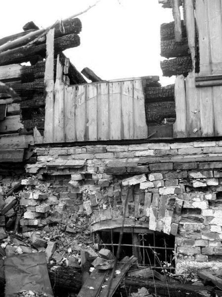 Руины сгоревший дачи Бенуа осенью 2008 года