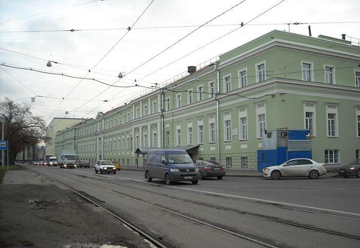 Современный вид главного здания ИФЗ