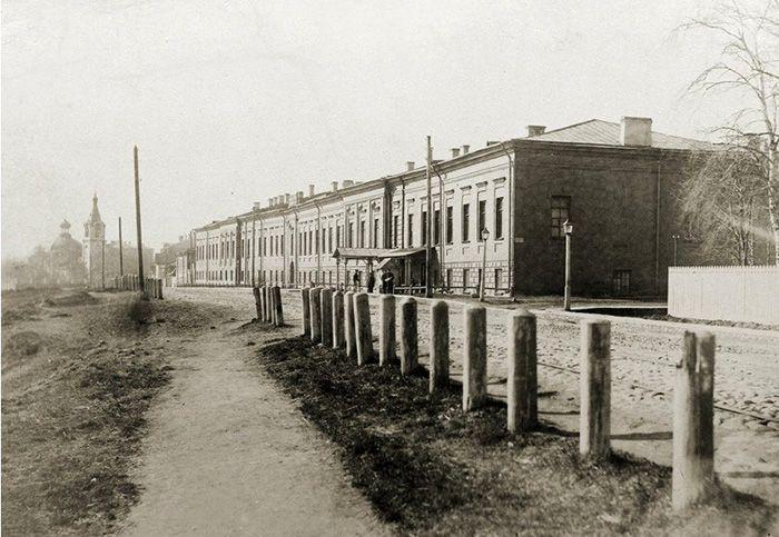 То же здание в конце XIX в. (little-histories.org)