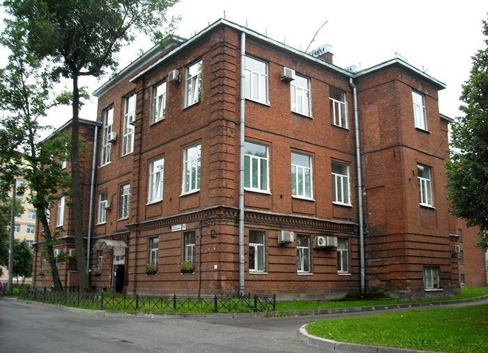 Современный вид бывшей школы им. принца Ольденбургского