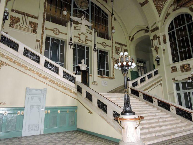 Парадная лестница Витебского вокзала