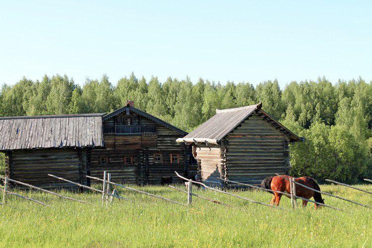 Все постройки в Семенково не воссозданы, а перевезены из разных мест Вологодской области