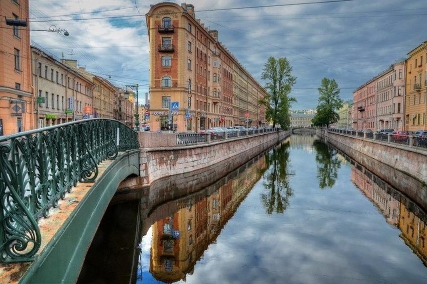 10 самых необычных зданий в центре Петербурга
