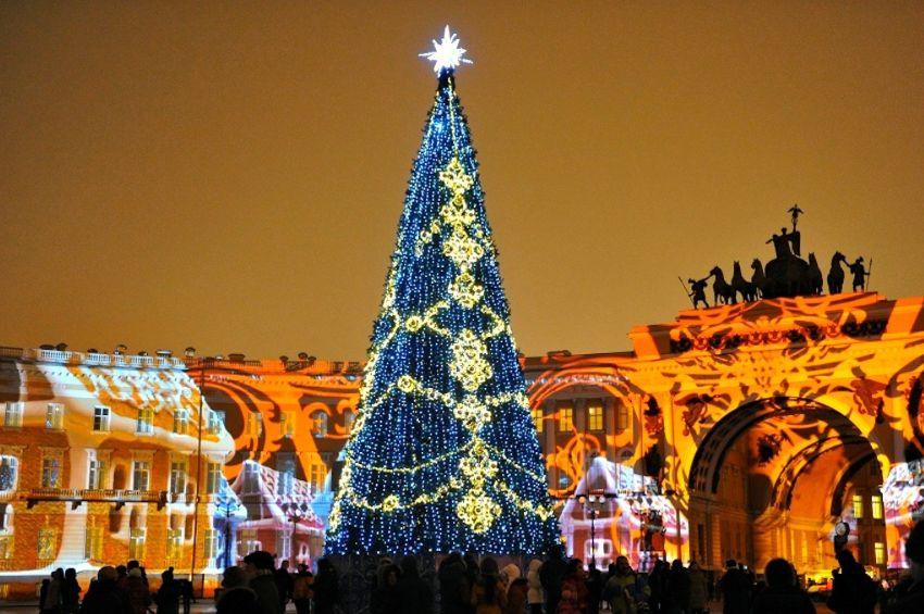 В поисках новогоднего настроения. Какие места стоит посетить в Петербурге в новогодние праздники.