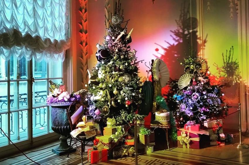 В Эрмитаже украсили новогодние елки