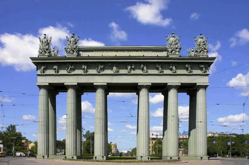 Московским триумфальным воротам исполняется 180 лет