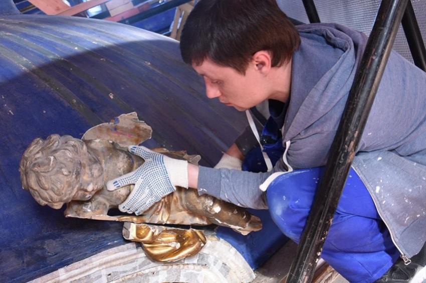 Реставрация Церкви Воскресения Христова в Екатерининском дворце сопровождается интересными находками